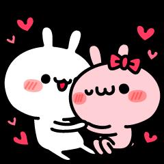 愛を確かめ合うウサギ