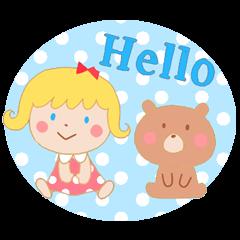 女の子と小さなクマ